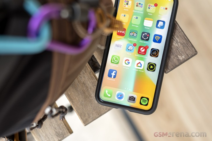 Apple seems to be exploring curved iPhone screens and 'touchless' gestures