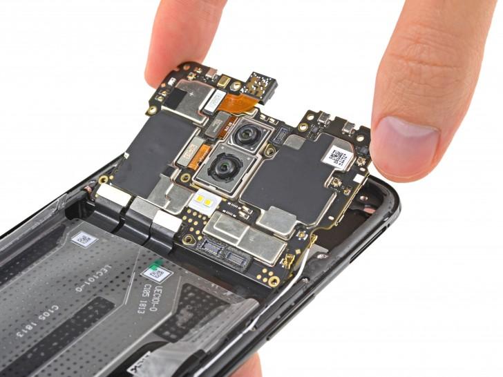 buy online 7b758 4236f OnePlus 6 teardown shows screen repair is hard, battery replacement ...