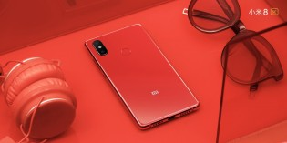 Xiaomi Mi 8 SE in red and blue