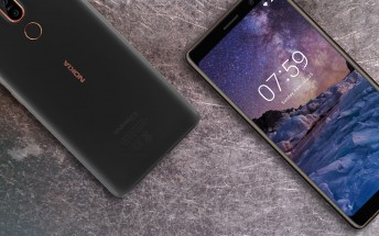 Nokia 7 plus goes through the scratch, burn and bend test