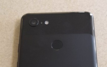 Google Pixel 3 XL prototype leaks in live images with a notch and chin