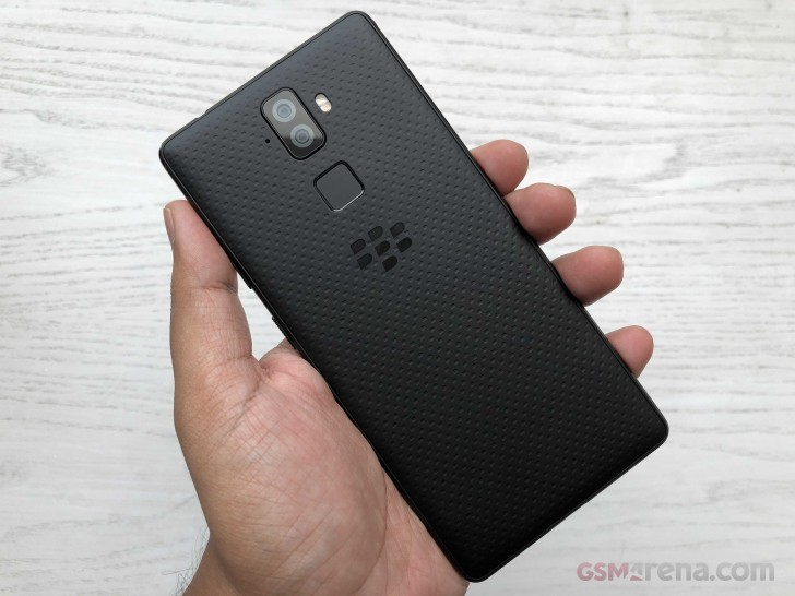 BlackBerry announces two new handsets, the Evolve and Evolve X