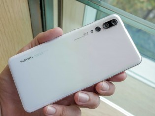 Huawei P20 Pro shines in Pearl White