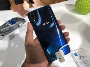The vivo V11 Pro in Starry Black