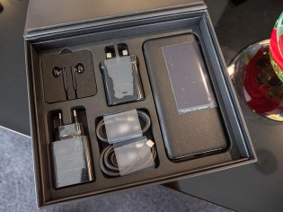 Mate 20 RS Porsche Design's box