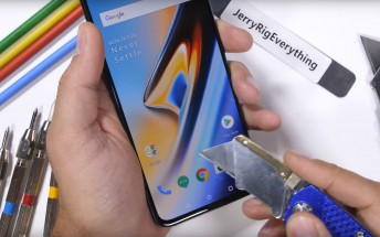 OnePlus 6T durability test: scratches don't bother the in-display fingerprint reader