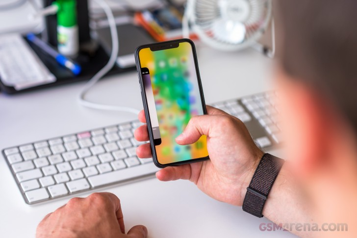 Apple launches iPhone X touchscreen replacement program