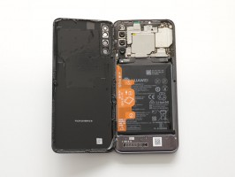 Opening the back of the Honor Magic 2