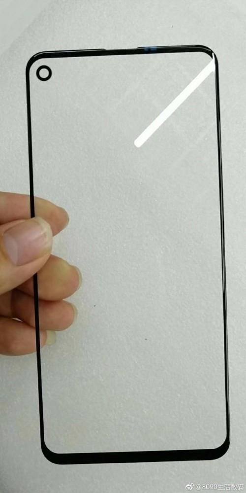jenis layar dengan lubang pada layar yang diproduksi oleh sebuah perusahaan China, BOE