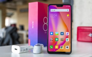 Xiaomi Mi 8 Lite and its retail package