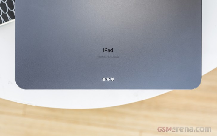 Apple doesn't see a problem with bent iPads