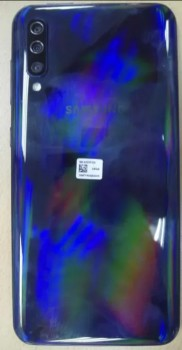 Samsung Galaxy A50 (blue) live photo