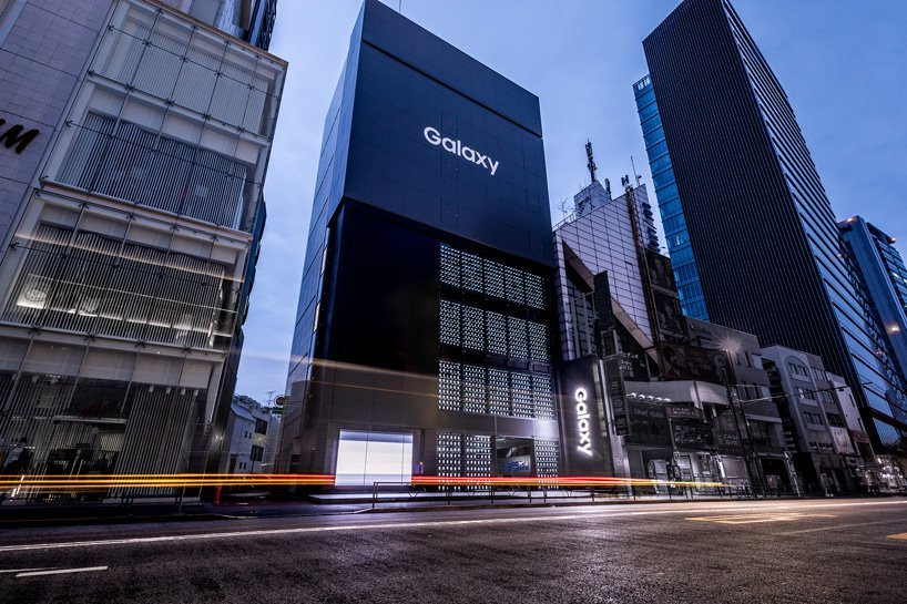 Galaxy showcase store in Tokyo