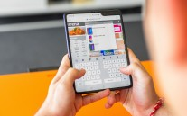 Samsung Galaxy Fold typing methods