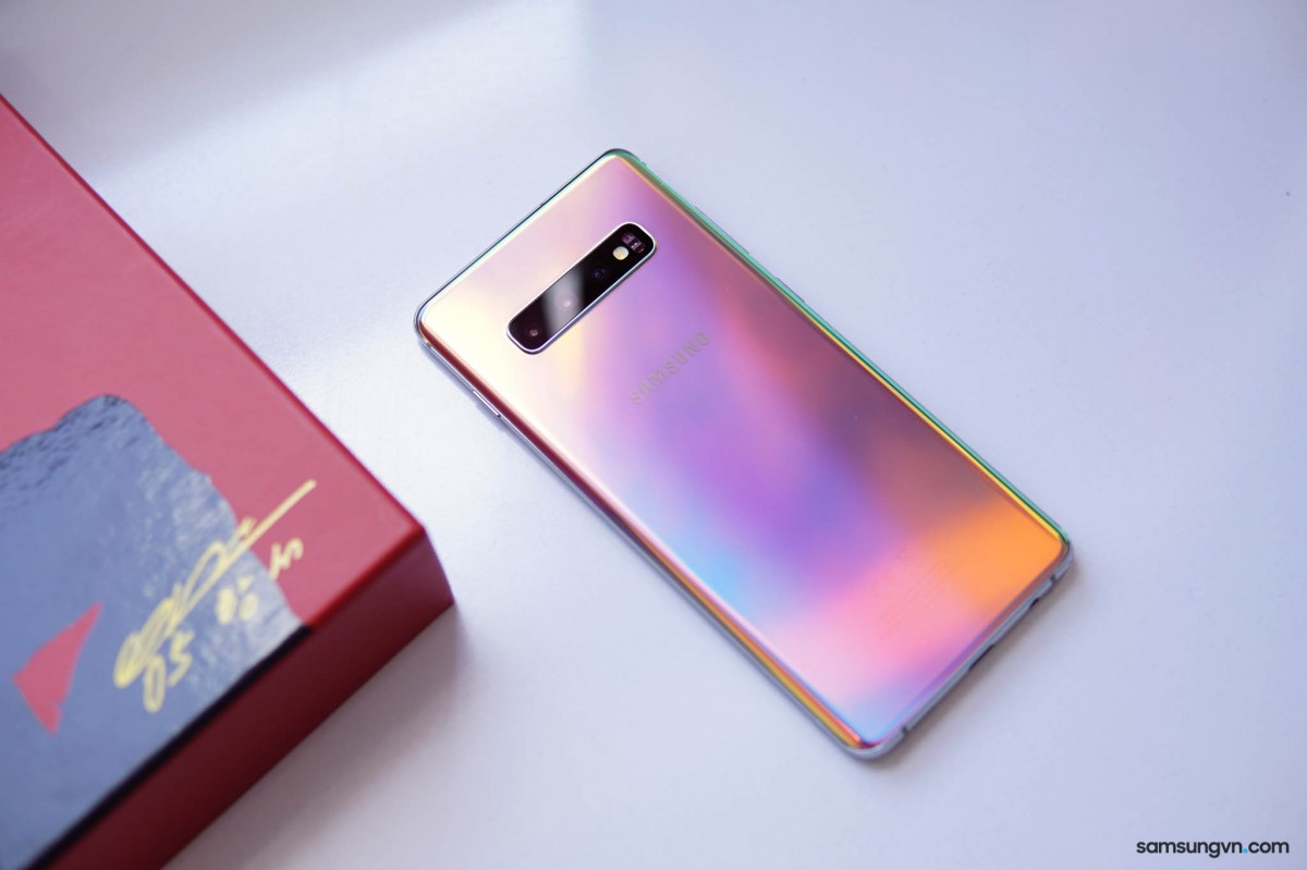 Galaxy S10+ Park Hang Seo Limited Edition comes in a
