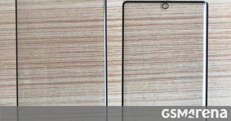 Samsung Galaxy Note10 screen protectors show centered punch hole