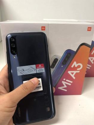 Xiaomi Mi A3 com sua caixa de varejo