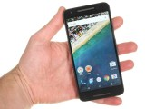 LG Nexus 5x review: The LG Nexus 5X in the hand