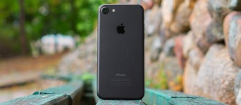 'Apple iPhone 7 review: Time-saver edition' from the web at 'https://cdn.gsmarena.com/imgroot/reviews/16/apple-iphone-7/-347x151/thumb3.jpg'