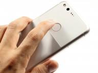 Google Pixel in the hand - Google Pixel review