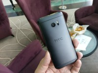 The HTC 10 photographed by the HTC 10 - HTC 10 hands-on