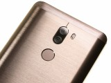 Xiaomi's camera is flush with the back - Huawei Mate 9 vs. Xiaomi Mi 5s Plus review