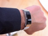 Huawei TalkBand B3 worn on the hand - Huawei P9 Handson review