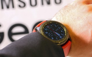 Samsung Gear S3 Frontier - Black case, rubber band - IFA 2016 Samsung