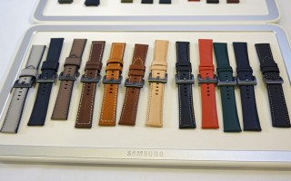 A huge selection of first-party wrist bands - IFA 2016 Samsung
