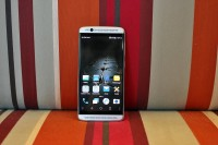 ZTE Axon 7 mini poses for the camera - ZTE Axon 7 mini review