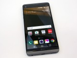 A look at the front and its two displays - LG V20 Hands-on