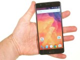 OnePlus 3 in the hand - Oneplus 3 review