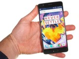OnePlus 3T in the hand - Oneplus 3t review