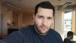 Selfie sample: beauty filter at medium - Oppo F1 review