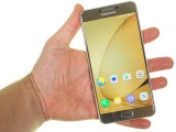 Samsung Galaxy C7 in the hand - Samsung Galaxy C7 review