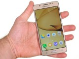 In the hand - Samsung Galaxy J5 2016  review