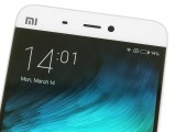 The screen bezels - Xiaomi Mi 5 review
