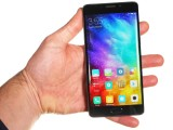 Xiaomi Mi Note 2 in the hand - Xiaomi Mi Note 2 review