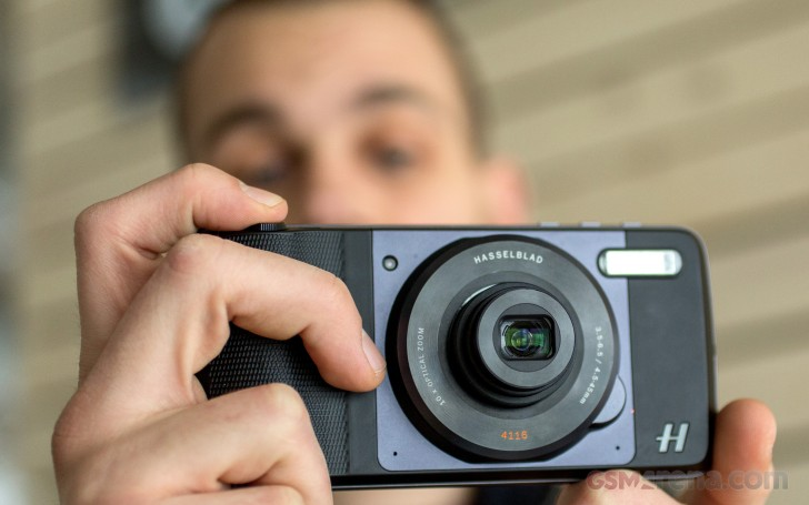 Hasselblad True Zoom Moto Mod hands-on - GSMArena blog