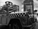 Huawei Mate 10 12MP low-light monochrome indoors samples - f/1.6, ISO 320, 1/33s - Huawei Mate 10 review