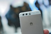 Huawei P10 Plus in Mystic Silver - Huawei P10 and P10 Plus hands-on