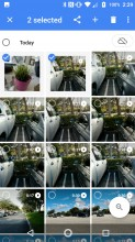Selecting photos - Lenovo Moto Z2 Force review