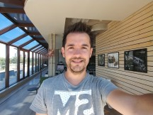 Selfie samples: Wide-angle mode - f/2.2, ISO 50, 1/120s - LG V30 review