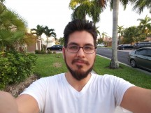 V30 selfies: wide - f/2.2, ISO 50, 1/60s - LG V30 Handson review