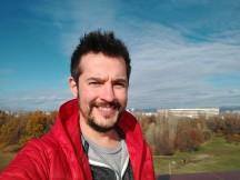 Selfie samples in good light: 4MP - f/2.0, ISO 100, 1/3214s - Motorola Moto X4 review