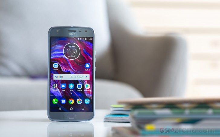 https://cdn.gsmarena.com/imgroot/reviews/17/motorola-moto-x4/lifestyle/-728w2/gsmarena_010.jpg