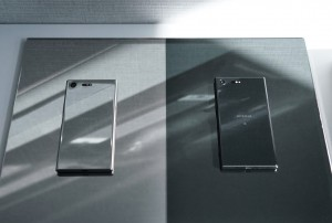 Luminous Chrome and Deepsea Black - Sony at MWC 2017