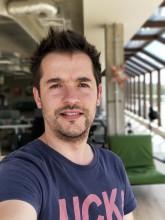 Rear camera selfie portrait - f/1.7, ISO 160, 1/180s - OnePlus 5 review