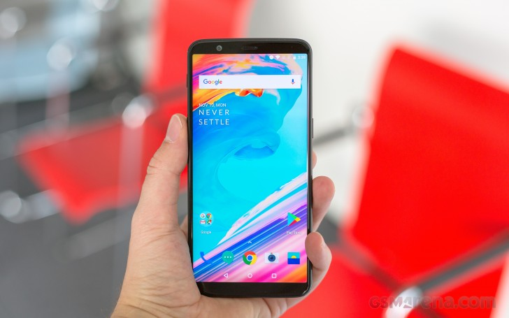 https://cdn.gsmarena.com/imgroot/reviews/17/oneplus-5t/lifestyle/-728w2/gsmarena_003.jpg