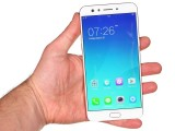 Oppo F3 Plus in the hand - Oppo F3 Plus review